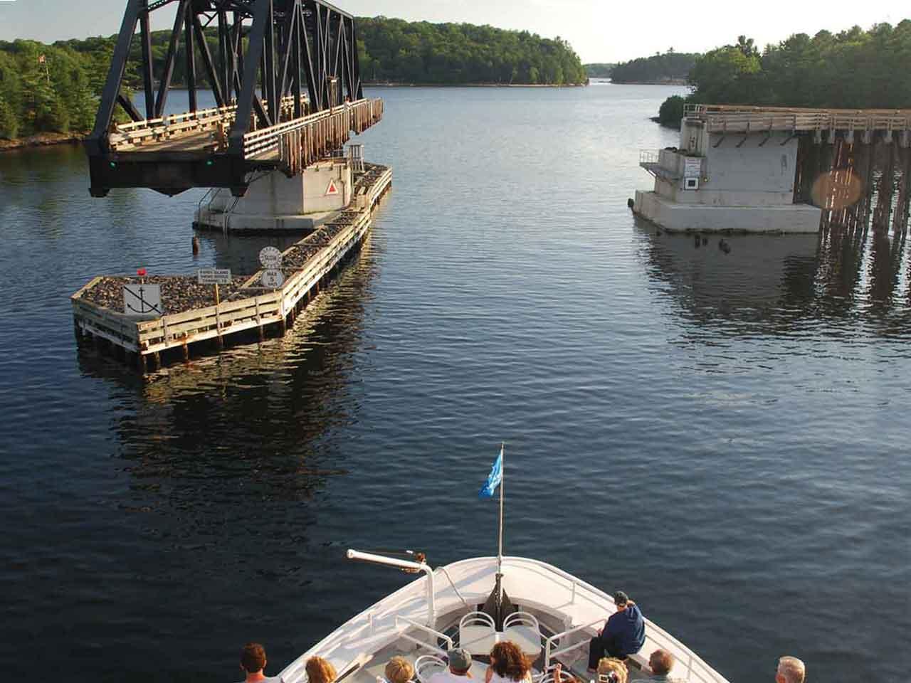 cruise-bridge